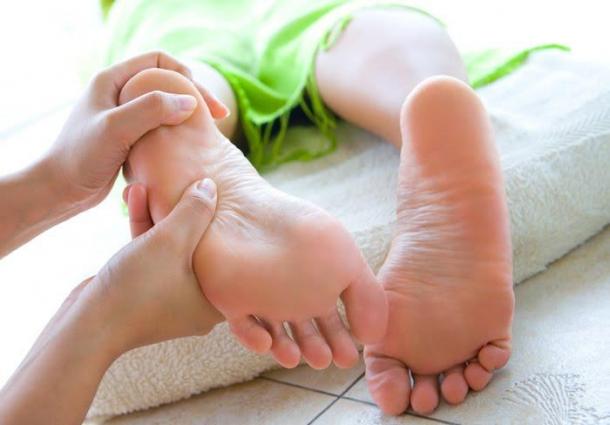 hidratar os pés no verão